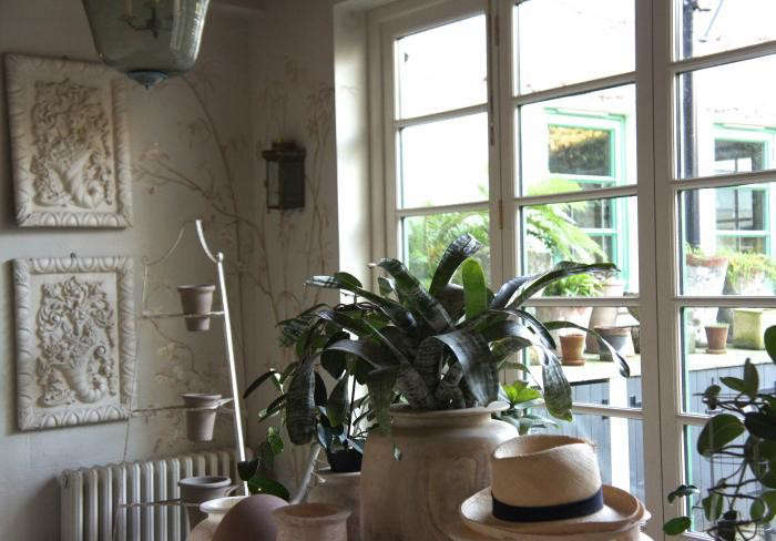 700_remodelista-neisha-crosland-potting-shed-01