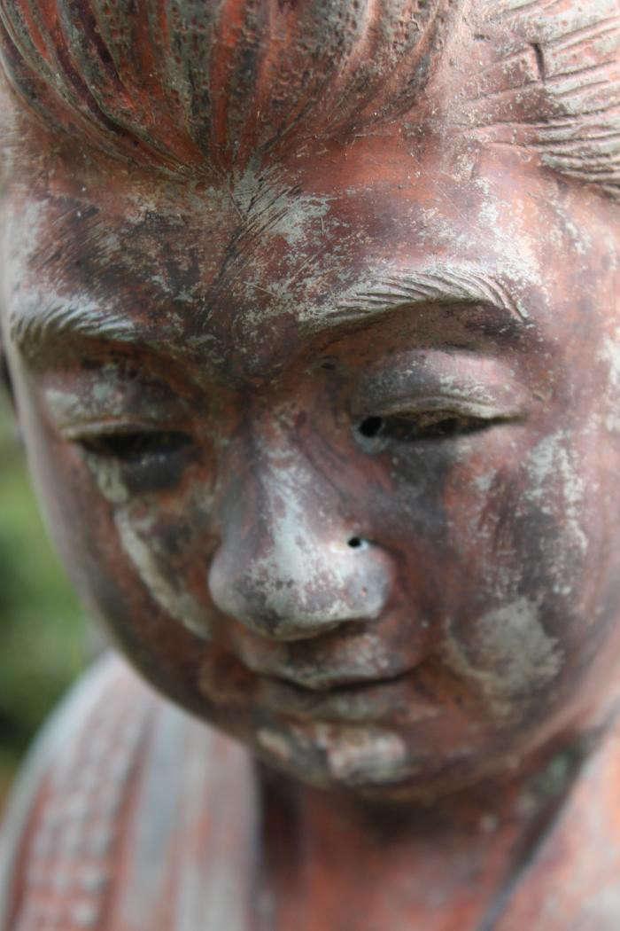 700_statue-closeup