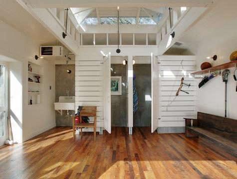 lake-wa-boathouse-interior-dressing-view