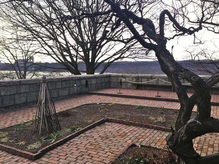 700_cloisters-view-with-raised-beds