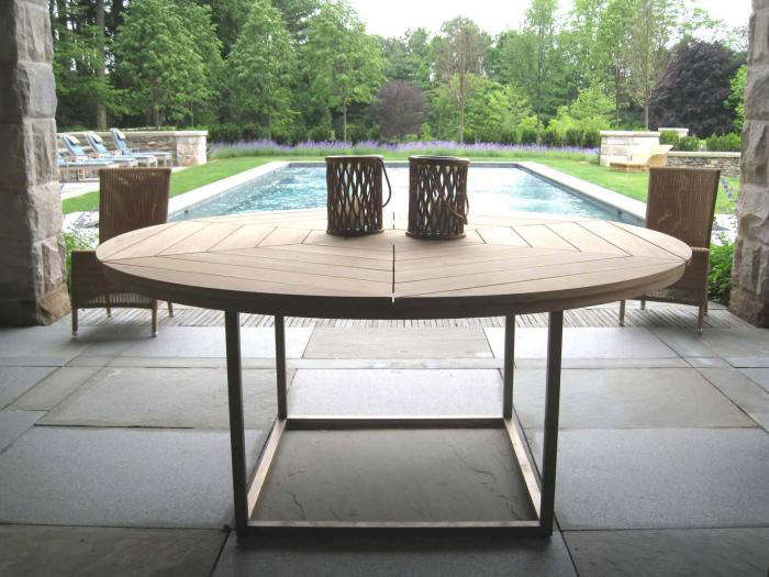 10 Easy Pieces: Round Wood Outdoor Dining Tables - Gardenista