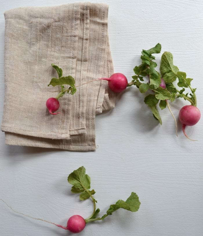 700_radishes-strewn-about-01