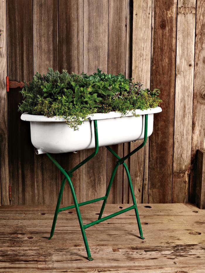 700_vintage-washtub-planter