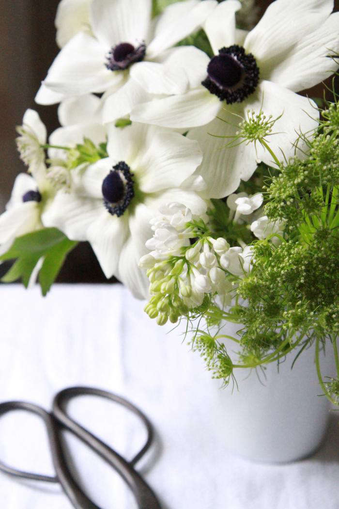 Bouquet Of The Week Splurge On Black And White Anemones