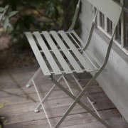 700_balcony-gardener-blue-bench