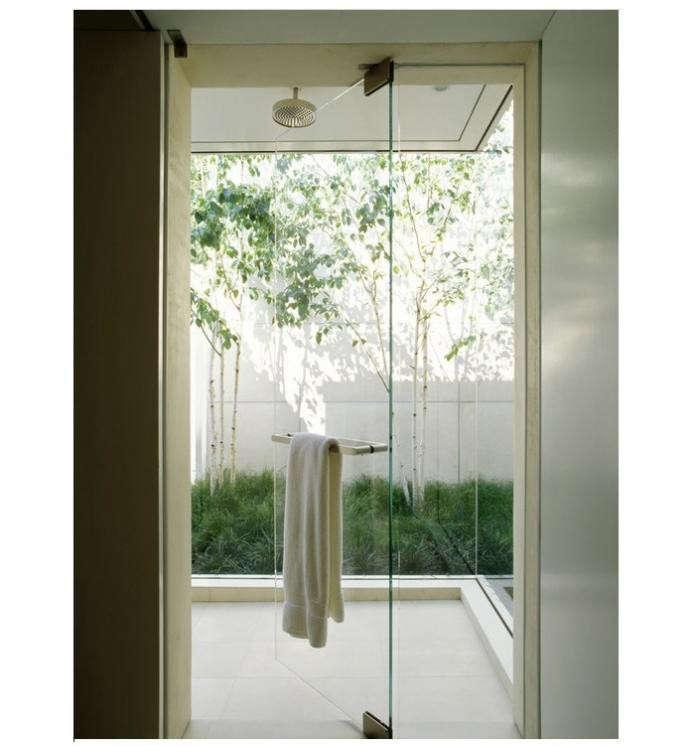 700_garden-like-bathroom-in-california