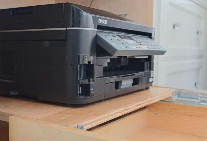 700_home-office-printer-drawer-use