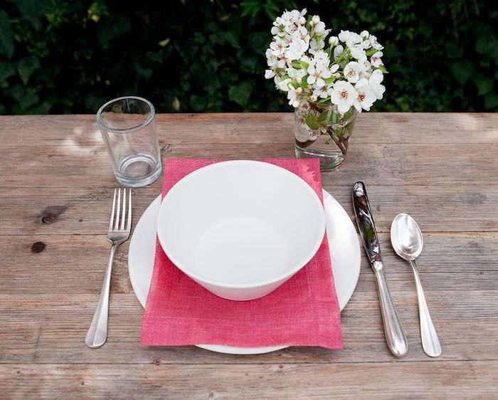 700_diane-keaton-pink-tableware