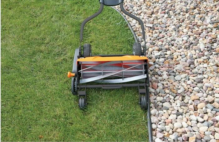 700_fiskars-reel-mower-in-situ