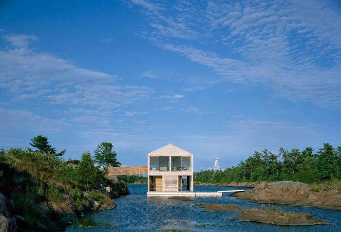 700_floating-house-lake-huron-gateways