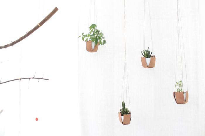 700_hanging-leather-pots-caroline-gomez