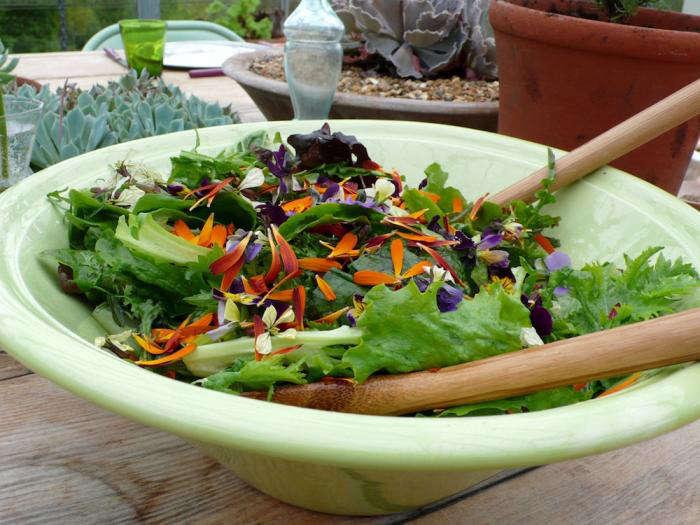 edible-flowers-salad-bowl-gardenista