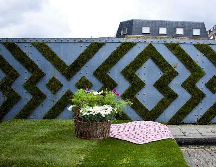 700_700-graphic-moss-artwork-on-railway-wall—james-jones