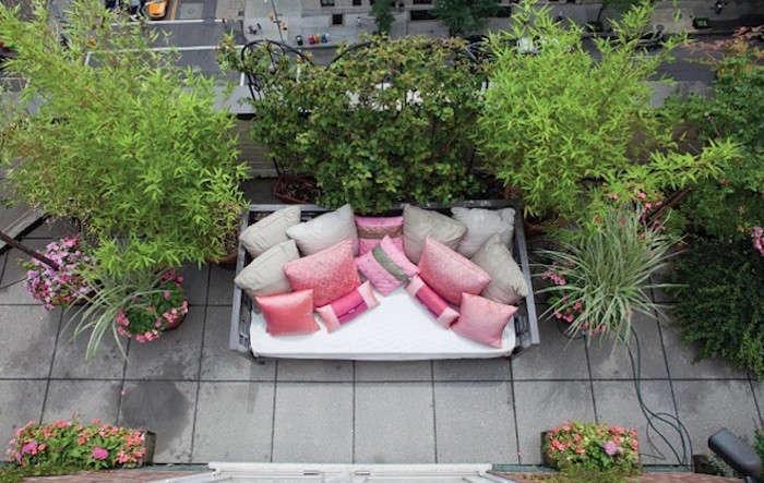 700_rooftop-garden-outdoor-pink-chair