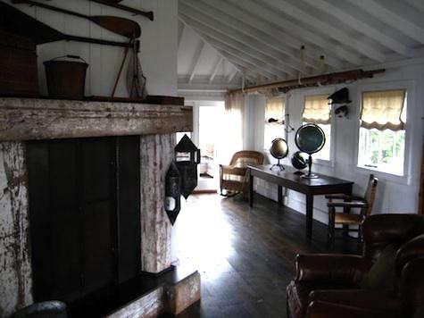 mankas-fireplace-oars