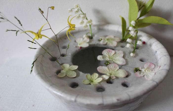 700_cecile-daladier-vase-tiny-flowers