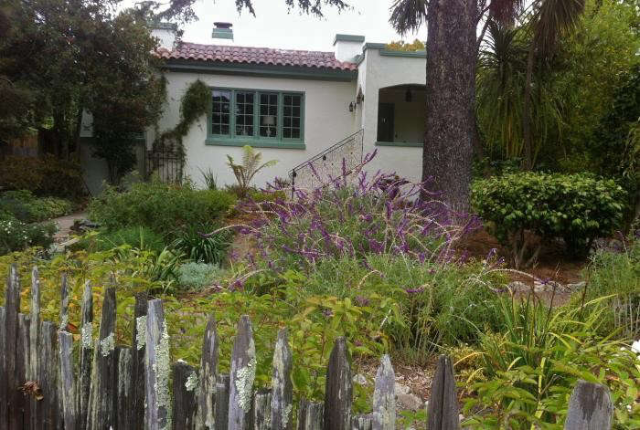 700_michelle-garden-fence-and-house