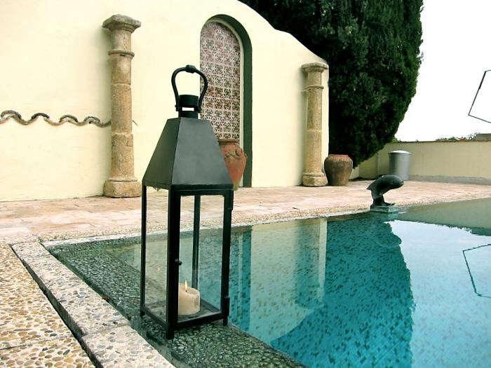 700_pool-and-lantern