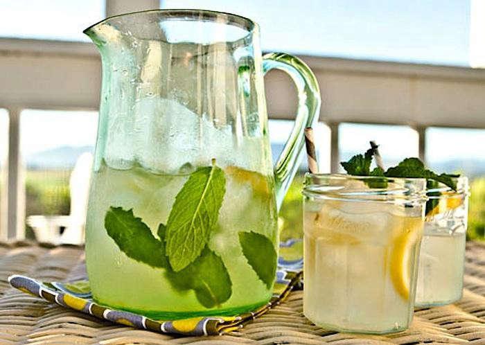 700_lemon-balm-honey-suckle-cocktail