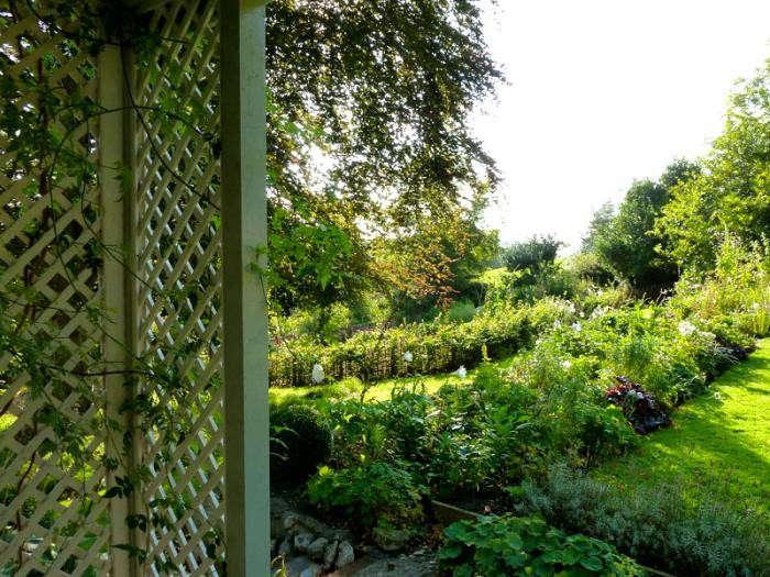 700_remodelista-ben-pentreath-fall-garden-05