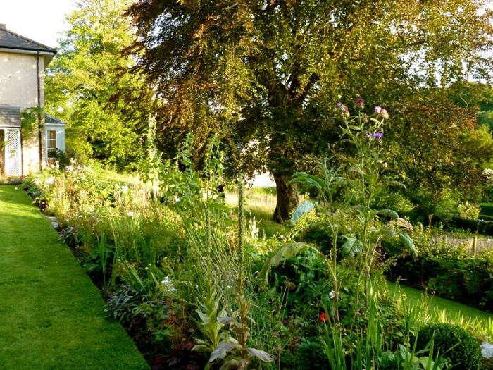 700_remodelista-ben-pentreath-fall-garden-10