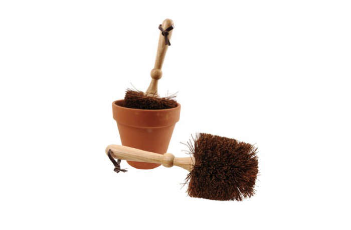 700_gardening-gear-potting-brush