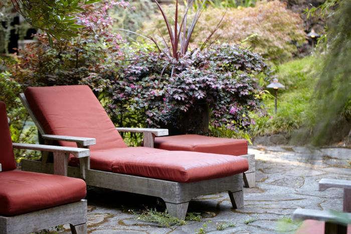 700_mill-valley-garden-patio-lounge-chairs-chaise-gardenista