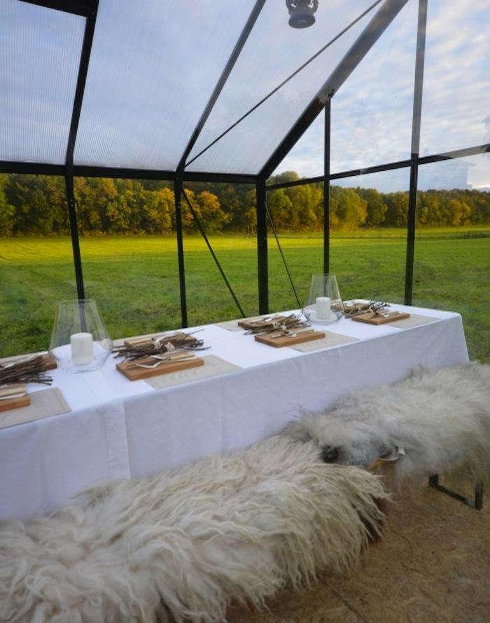 700_food-studio-table-sheepskin-half-image