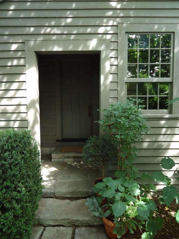 700_leva-garden-doorway