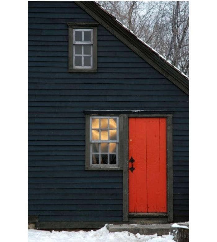 700_red-door-black-house