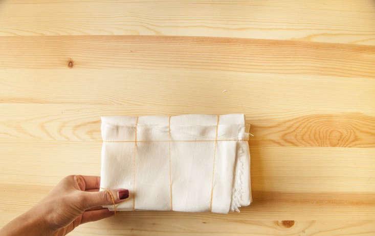turmeric-tablecloth-diy-rubber-bands-gardenista