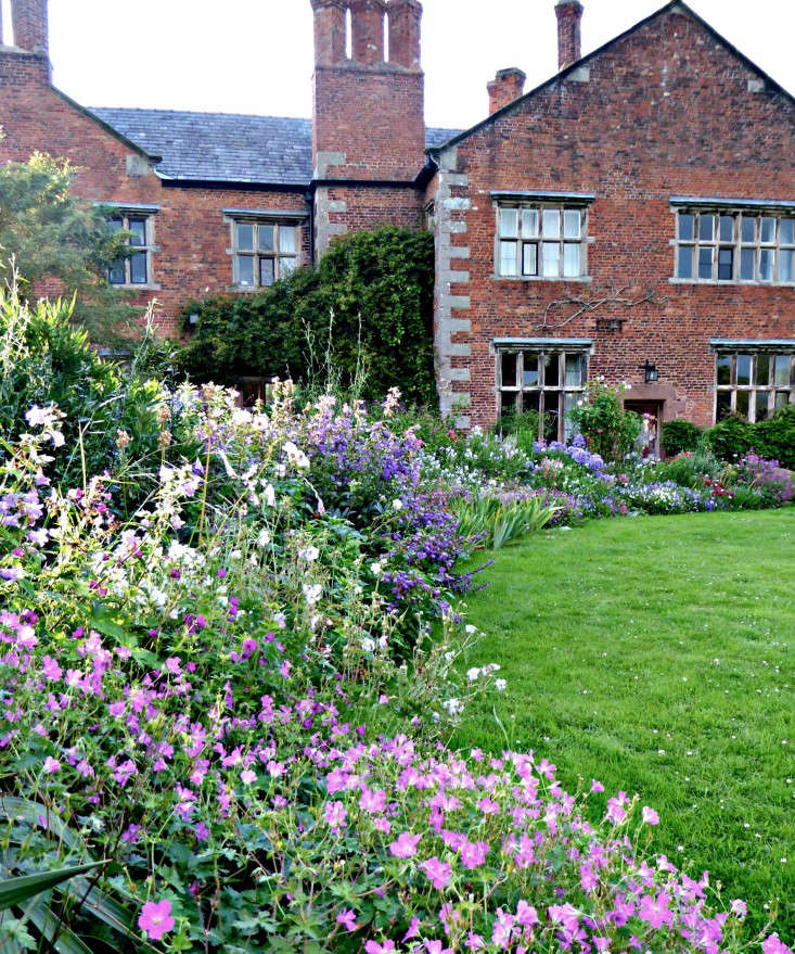 front garden design ideas low maintenance with 10 Ideas To Steal From English Cottage Gardens on Driveway Landscaping Photo further Garden Lighting Gallery further 10 Ideas To Steal From English Cottage Gardens furthermore Moss Gardens Are Made In The Shade additionally Curb Appeal In Port Saint Lucie.