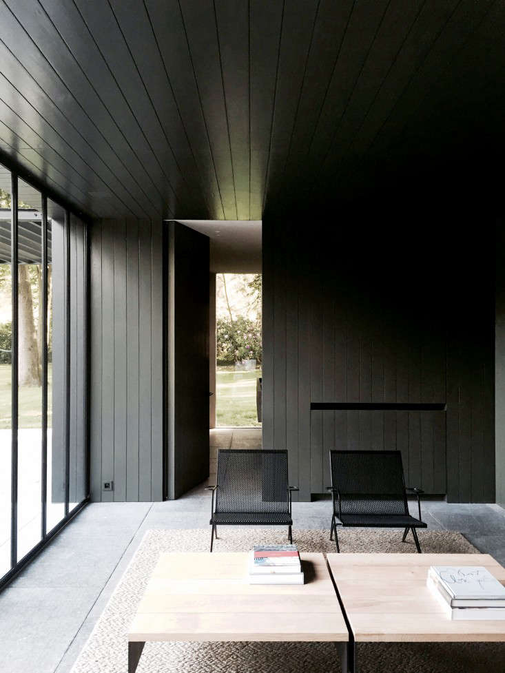 COPP_POOLHOUSE_07_Merckx_black_shiplap_ship_lap_paneling_Gardenista