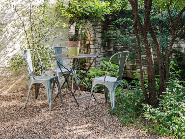 Hardscaping 101 how to care for metal patio furniture for Outdoor furniture austin