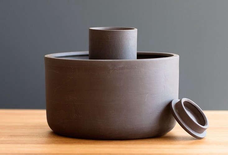 self-watering-planter-gray-gardenista-733x501