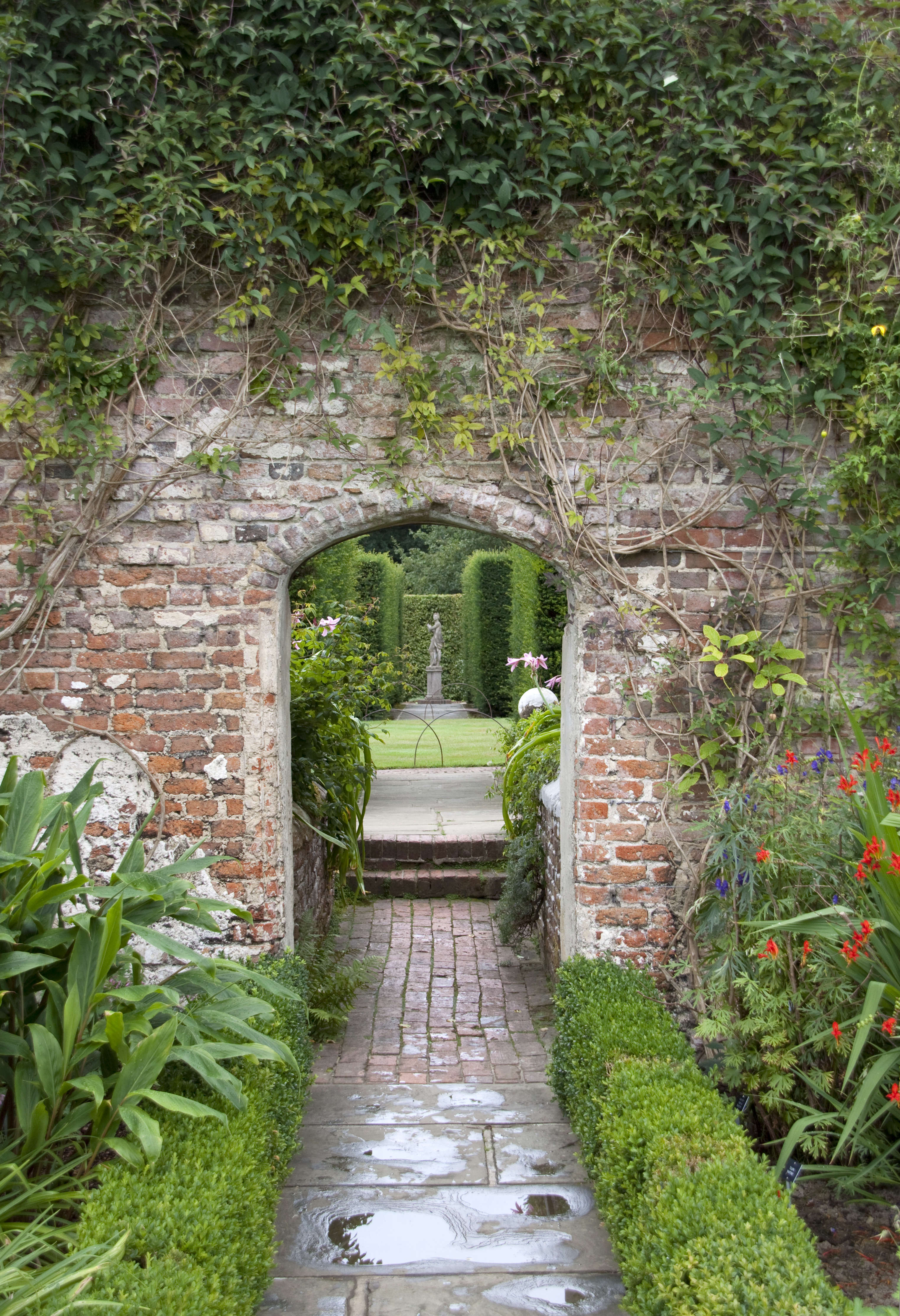 10 garden ideas to steal from vita sackville west at for Garden design ideas kent