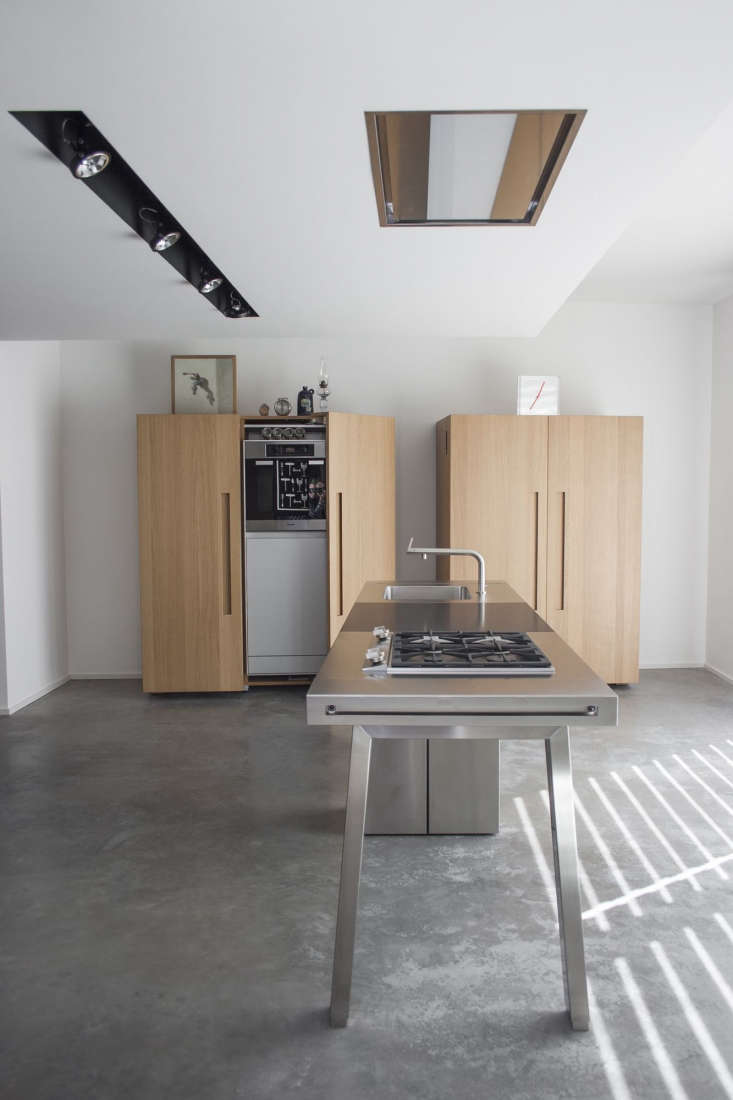 In place of an intrusive ceiling hood, this setup has an inset stainless-steel-framed vent over a stainless steel island from German kitchen systems masters Bulthaup—island and cabinets are fromBulthaup's B2 line. (See Good Küchen: 9 German Kitchen Systems for more details.)