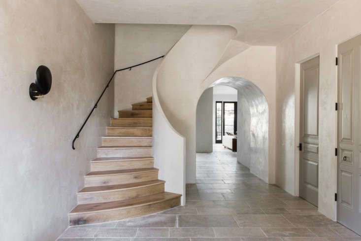 Leigh-Herzig-spec-house-West-Hollywood-photographed-by-Laure-Joliet-Remodelista-3-733x489