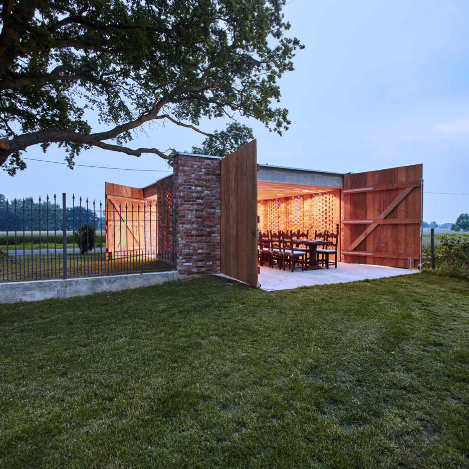 Outbuilding Of The Week: Garage As Lantern In The German