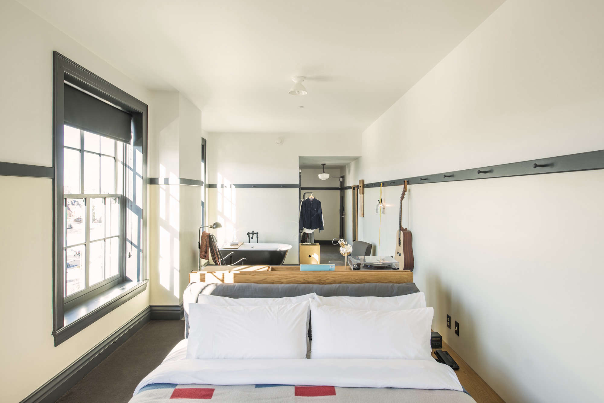 Steal this look a bedroom suite at the new ace hotel for Ace hotel decor