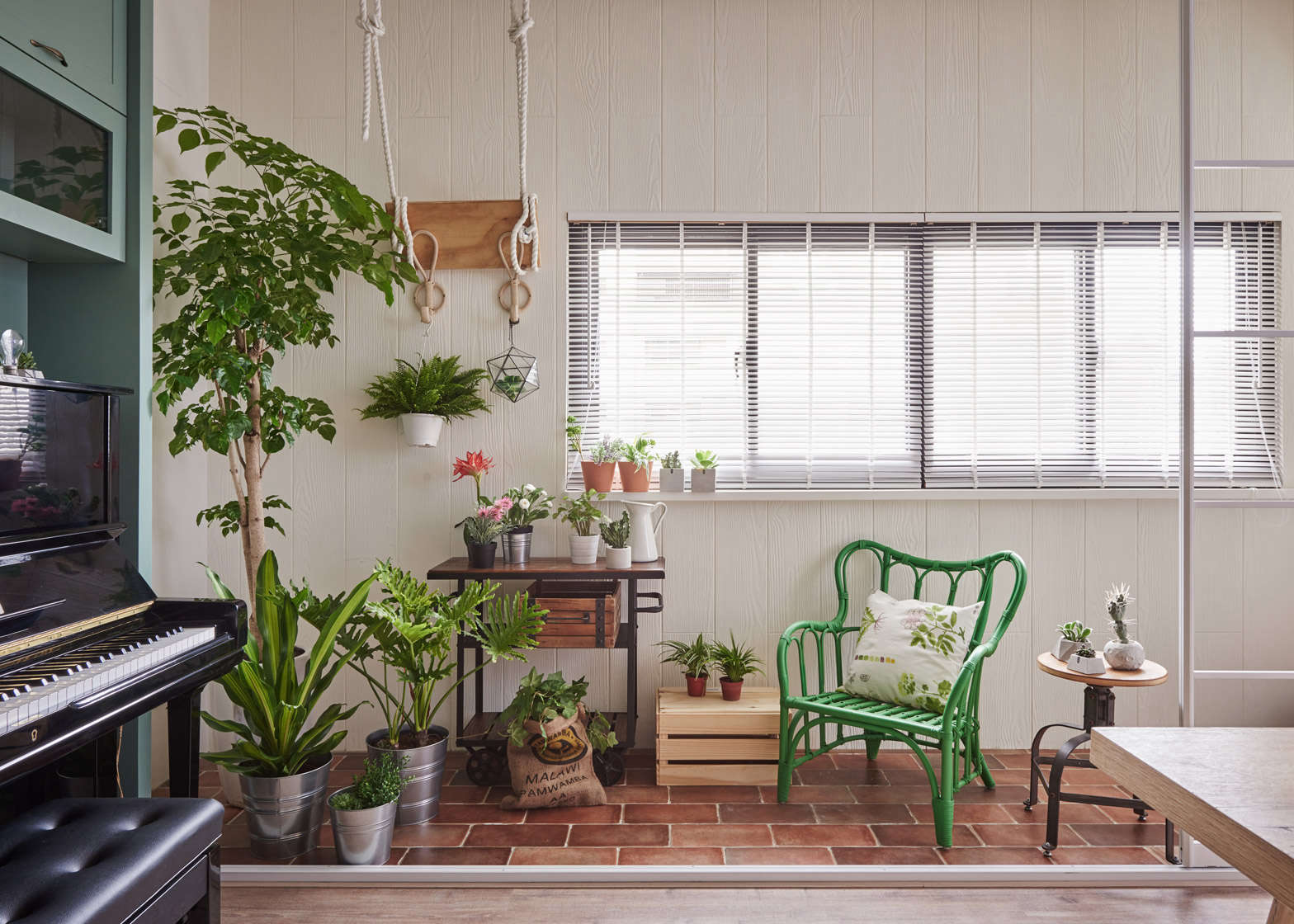 Living with plants a family apartment in taiwan gardenista Indoor apartment plants
