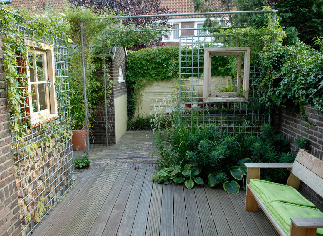 Small space living tiny garden bonus rooms in the - Outdoor garden rooms pictures ...