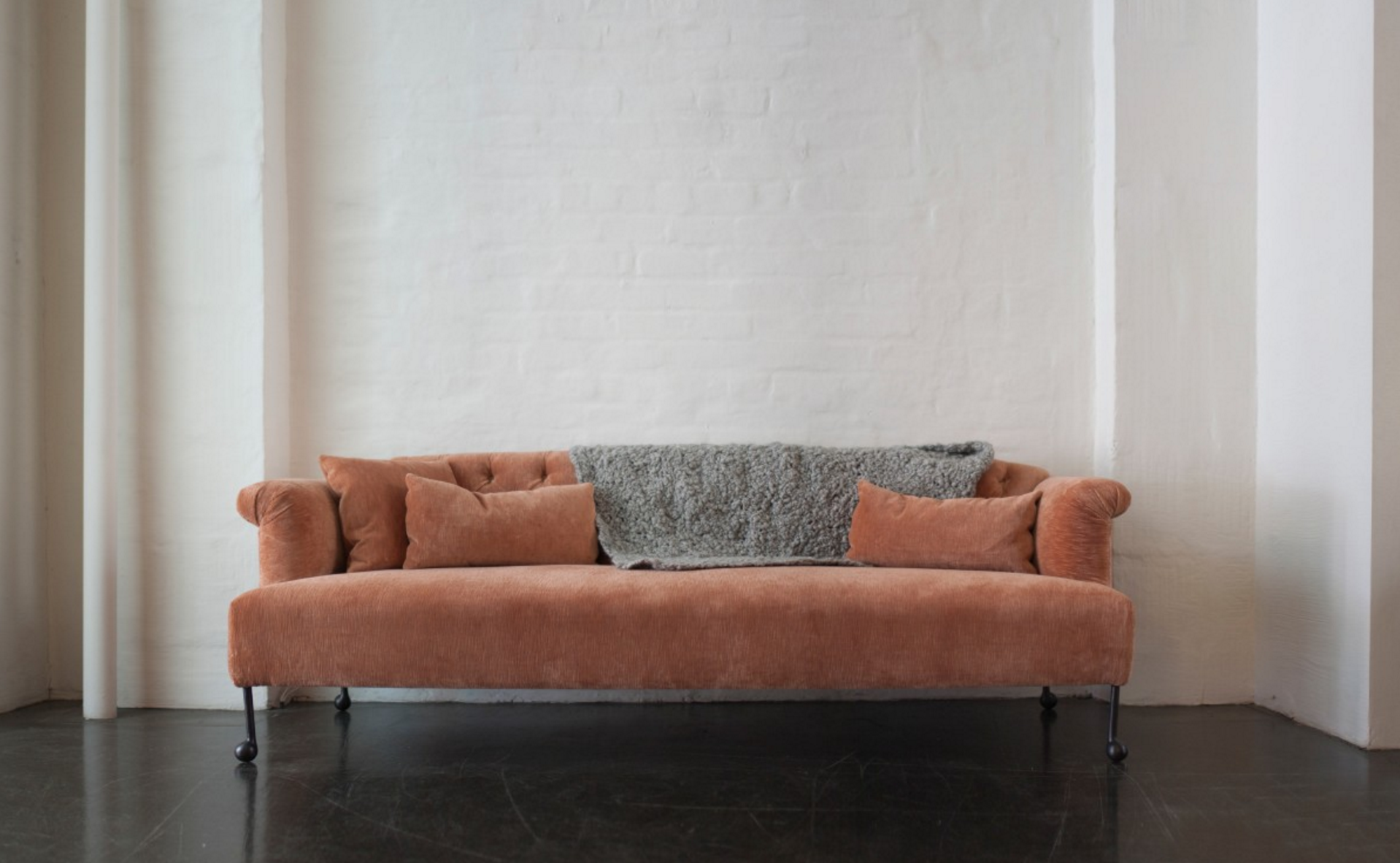 10 Easy Pieces The Pink Sofa