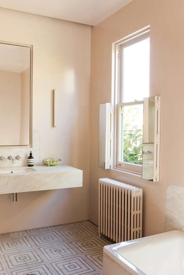 Rethinking pink 9 bathrooms in blush tones remodelista for Peach tile bathroom ideas