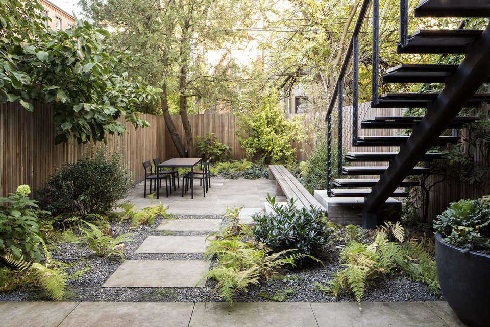 Garden designer visit brook klausing elevates a brooklyn for Garden design brooklyn