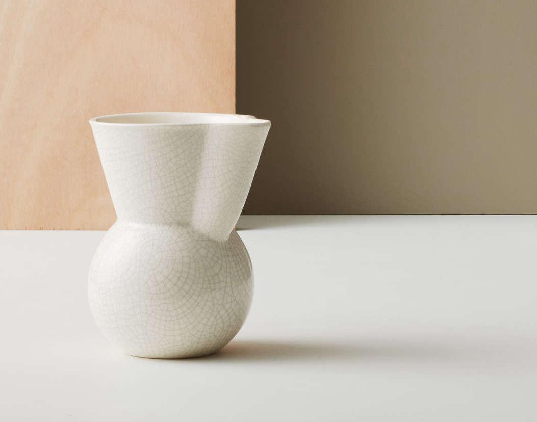 gidon-bing-handleless-jug