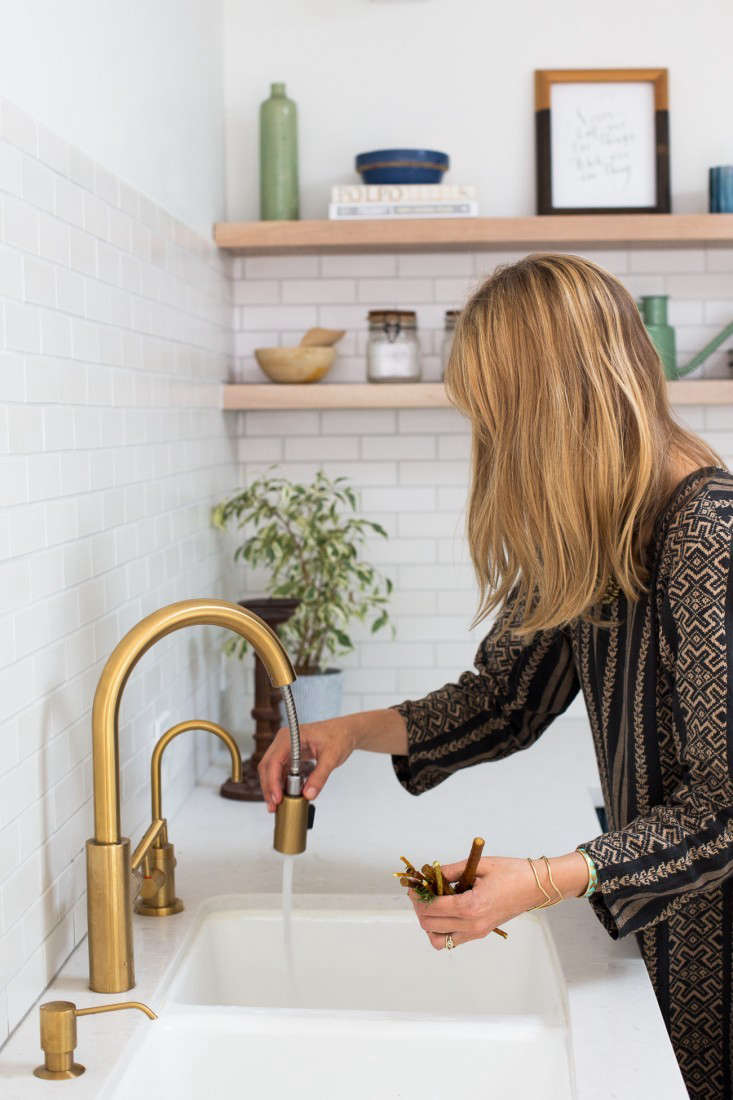 10 easy pieces pull down sprayer faucets remodelista project m plus murnane house los angeles mimi above the east linear pull down kitchen faucet by newport brass
