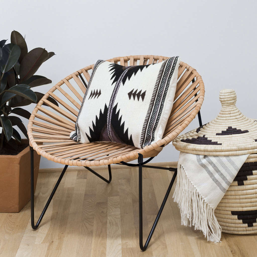 black-base-acapulco-chair-remodelista