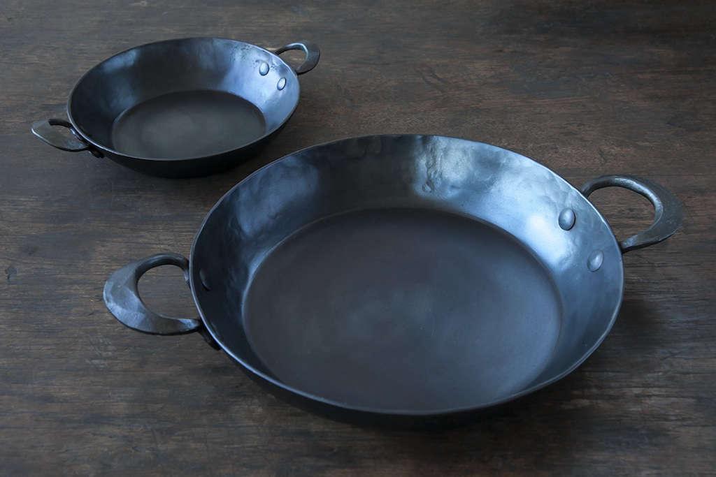 blu-skillet-ironware-remodelista-6