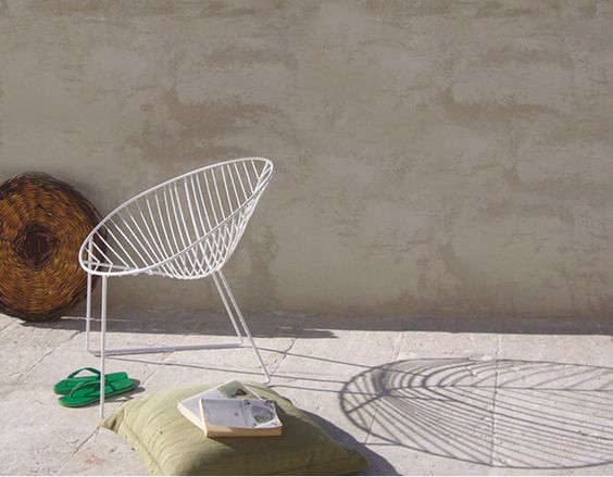 10 easy pieces hoop chairs for patio and poolside for Arper leaf chaise lounge